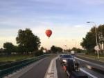 Professionele luchtballon vaart in de buurt van Veenendaal dinsdag 26 juni 2018