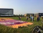Relaxte luchtballon vaart opgestegen op opstijglocatie Gorinchem op dinsdag 28 augustus 2018