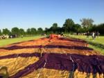 Comfortabele luchtballon vaart in de buurt van Beesd dinsdag 8 mei 2018
