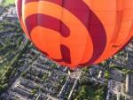 Uitmuntende luchtballon vaart opgestegen op opstijglocatie Hoogland op maandag 20 augustus 2018