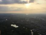 Hoogstaande luchtballon vaart gestart in Capelle aan den ijssel op woensdag 22 augustus 2018