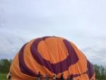 Plezierige luchtballon vaart boven de regio Hoogland zaterdag 28 april 2018