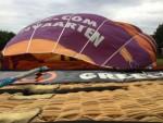 Bijzondere luchtballon vaart boven de regio Leek op zondag 12 augustus 2018