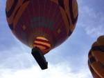 Hoogstaande ballon vlucht opgestegen op startveld Beesd op zondag 7 oktober 2018